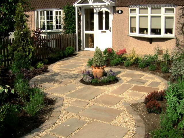 Small cottage style front garden with gravel and stepping stones