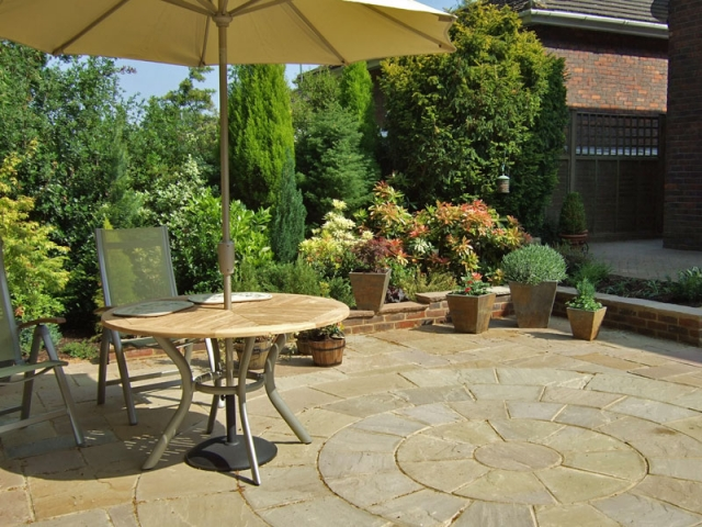 Courtyard garden with circular sandstone paving detail