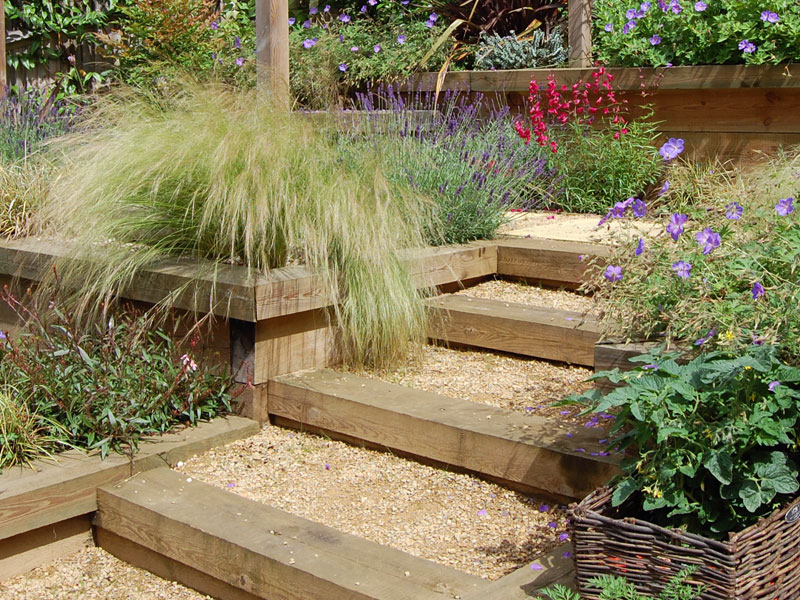 Terracing with sleeper and gravel steps