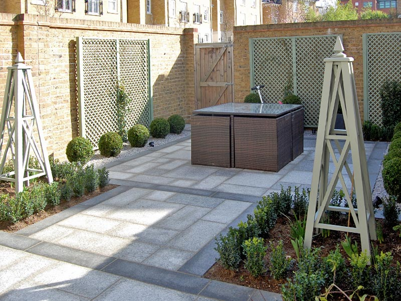 courtyard garden with obelisks