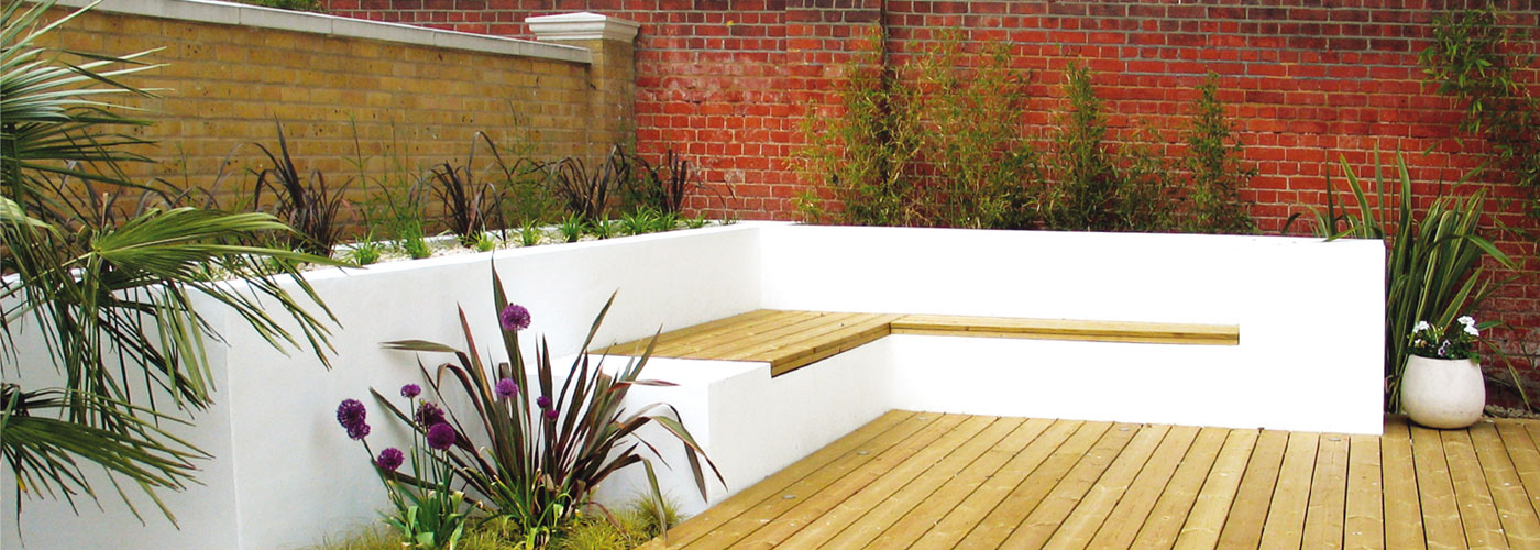 Sun deck with white rendered walls and built-in seating