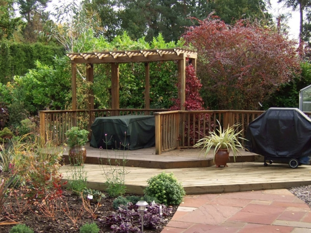 Raised deck with pergola