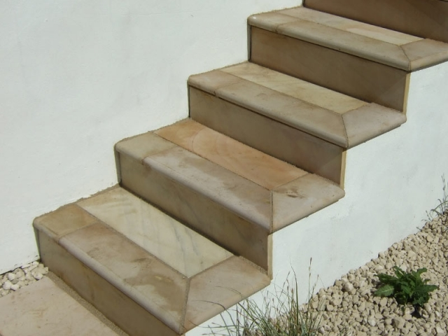 Steps with bullnose treads