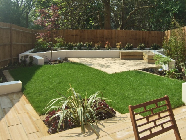Planked sawn sandstone paving, built-in benches and white rendered walls