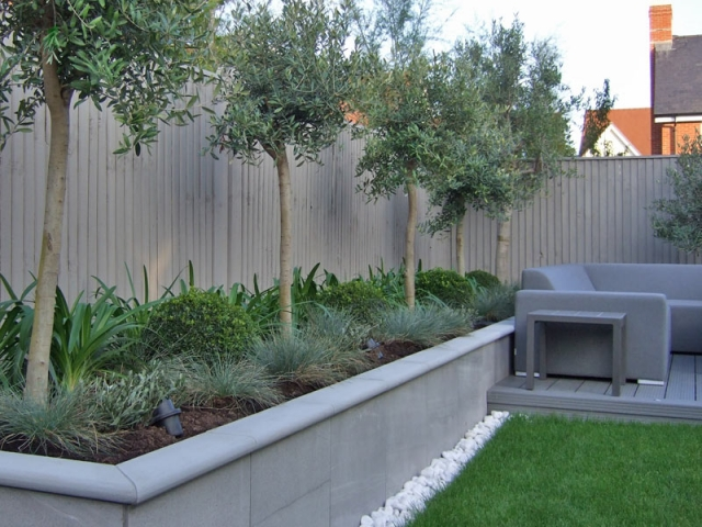 Raised bed with porcelain tiling and sawn sandstone bullnose coping