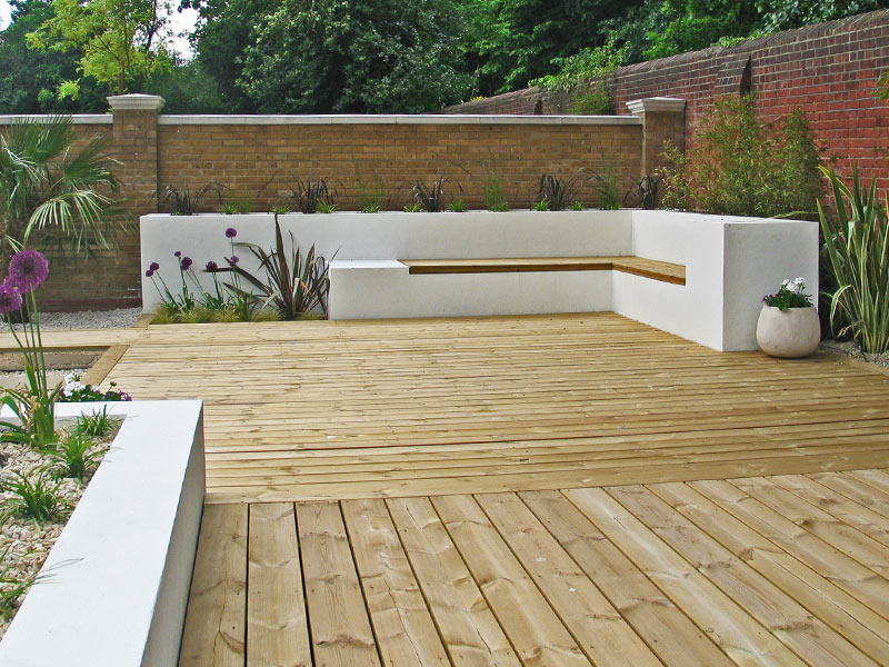 Sun deck with built-in corner seating