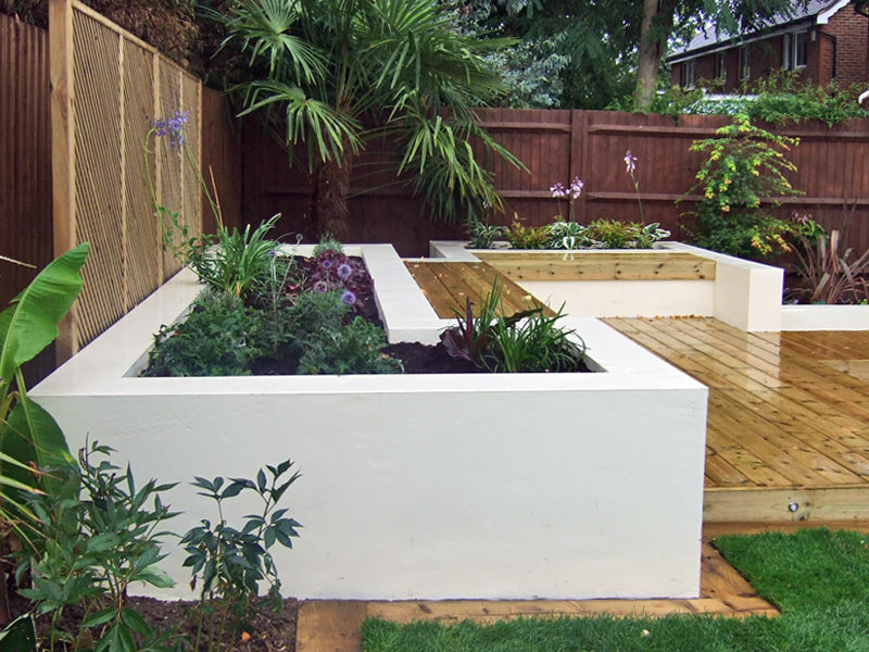 Contemporary deck garden with built-in seating and tropical planting