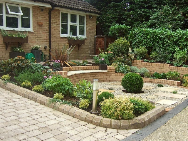 Sloping front garden with built-in seating